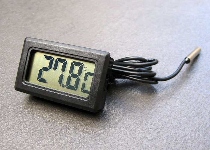 lcd-thermometer-1.jpg